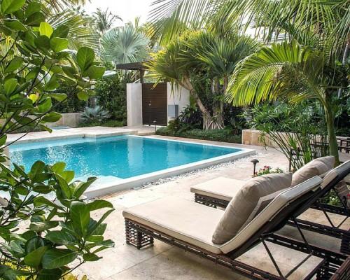 Amenajarea zonei din jurul piscinei: idei si sfaturi